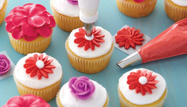Best Cake Decorating Supplies For Beginners 2019 | Gold Baking